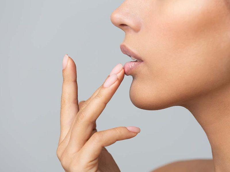 ¿Cómo debemos cuidar nuestros labios?